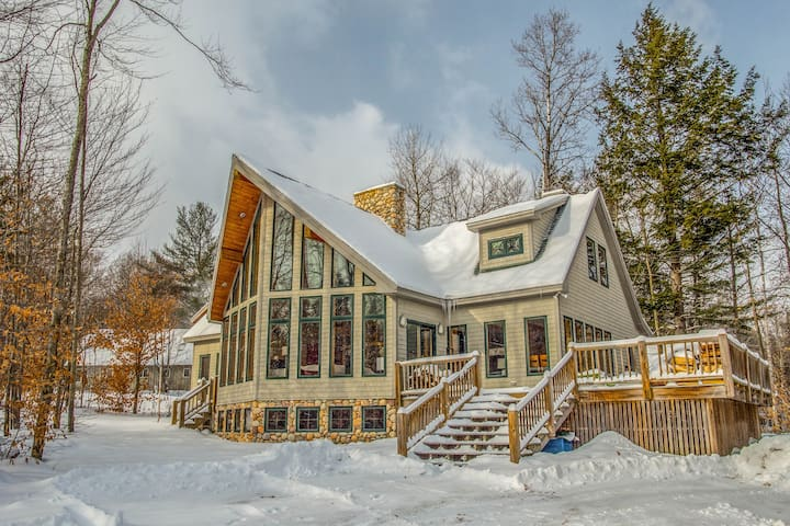Walk to the Slopes! 6 Bedrooms, Hot Tub, Game Room