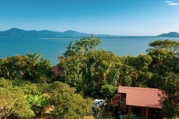 Relax in Floripa: House Surrounded by Nature in Sambaqui