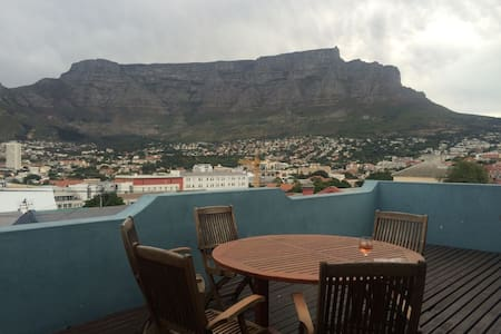 1 Bedroom below beautiful Table Mountain Cape Town - Cape Town