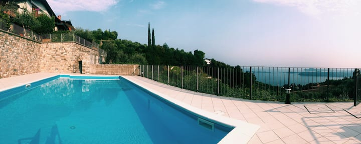 Casa Cecilia lake view and pool in Gardone Riviera