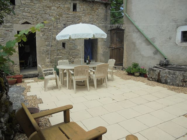 Authentic French Family Farmhouse w/ Pool - Toulonjac - Ev