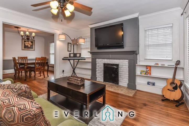Charming Renovated Historic Bungalow Walk Uptown