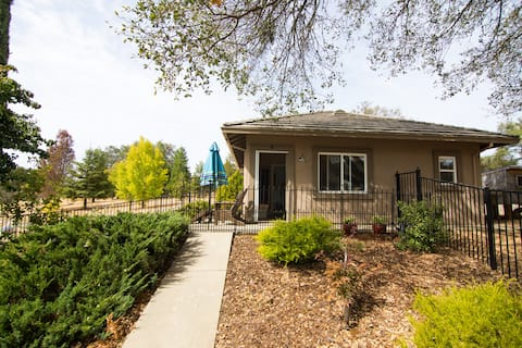 Guest House with Folsom Lake Access!