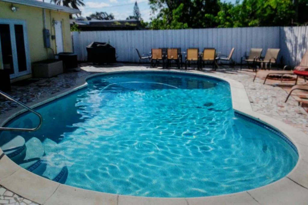 pool and outdoor . dinning seating for 10 ppl