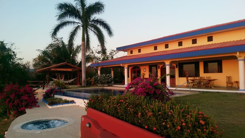 Beautiful Luxury Villa Overlooking Pacific Ocean