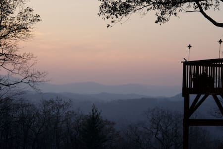 Mountain Top Cabin on 24 acres - Newland - 宾馆