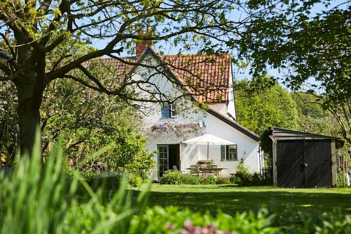 Characterful rural 16th Century cottage near coast