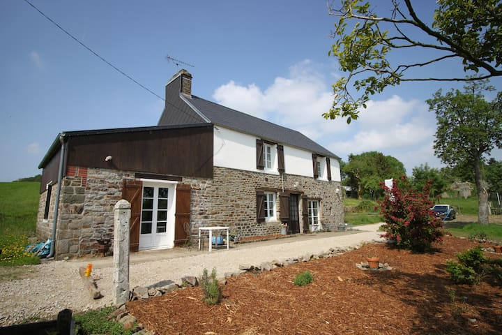 Cosy rural cottage, large garden - Landelles-et-Coupigny - Huis