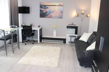 Apartment near Hamburg with balkony, 20 min to Hbf