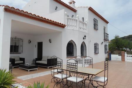 Country-Villa mit Pool in Spanien - Canillas de Albaida