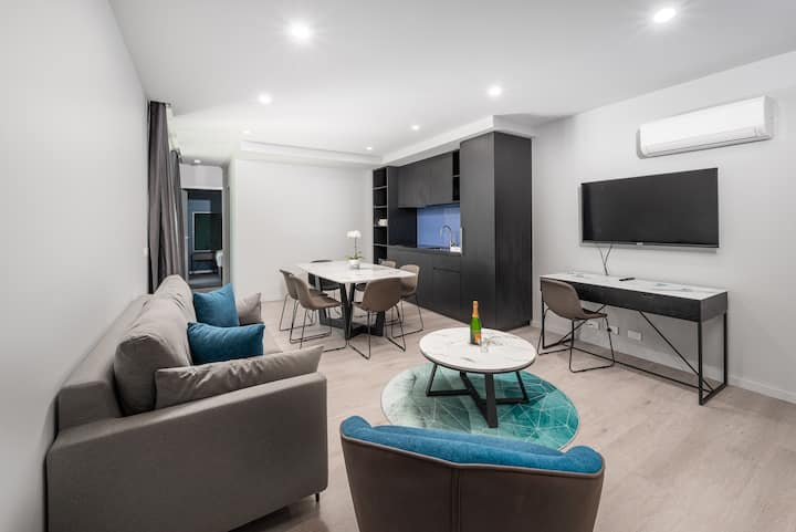 2 Bedroom 2 Bathroom Apartment - near Chadstone Shopping Centre