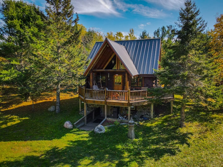 PRIVATE MODERN CABIN (10 min from Pictured Rocks)