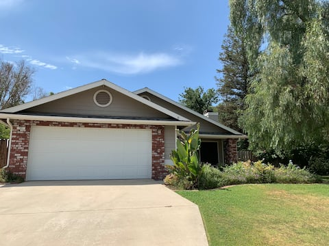 Great home in Southwest Bakersfield close to CSUB