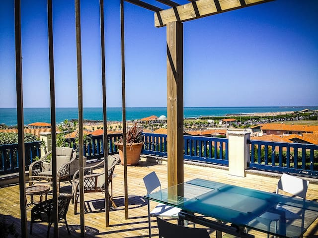 Bright appartment with sea view, Chambre d'Amour