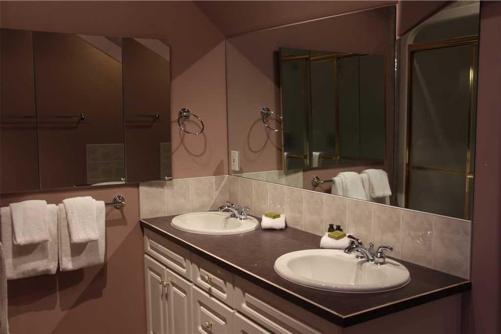 CR02 Master Bathroom 2