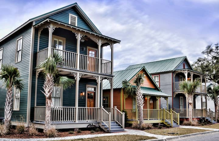 804A - Main Floor Cottage with Southern Charm