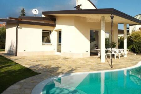 Villa con piscina e giardino privato - Lake Garda - サンフェリーチェデルベナーコ