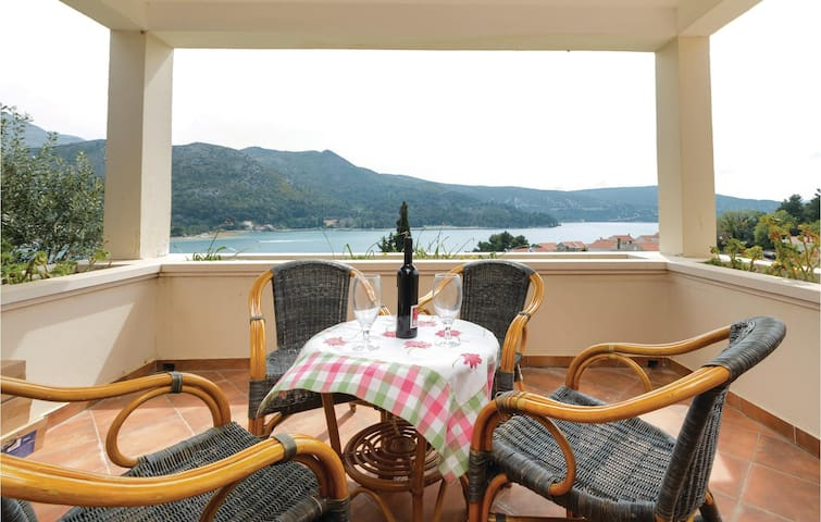 Holiday cottage with 5 bedrooms on 185 m²