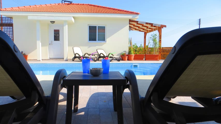 One bedroom Bungalow, Self Catering - Psematismenos - Bungalow