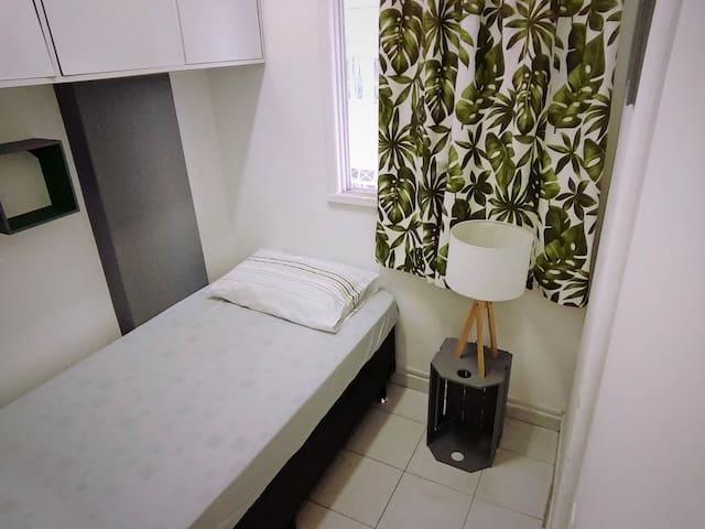 Botafogo - quarto com banheiro, próximo ao metrô