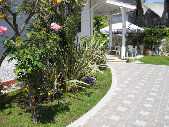 Nice villa in San Felice Circeo with 4 Bedrooms and WiFi