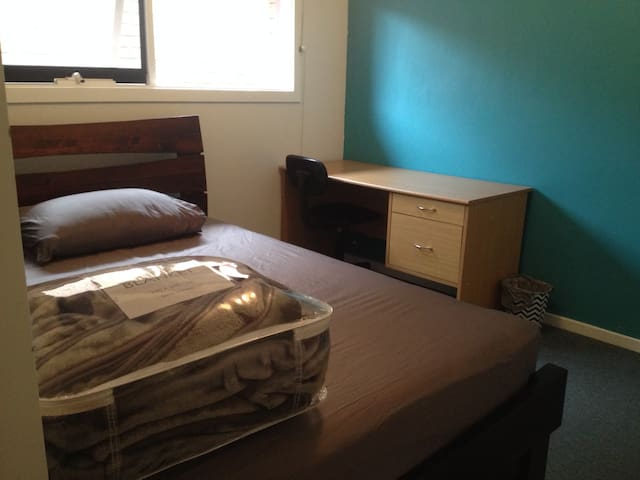 Convenient & Quiet room in Bundoora - Bundoora - House