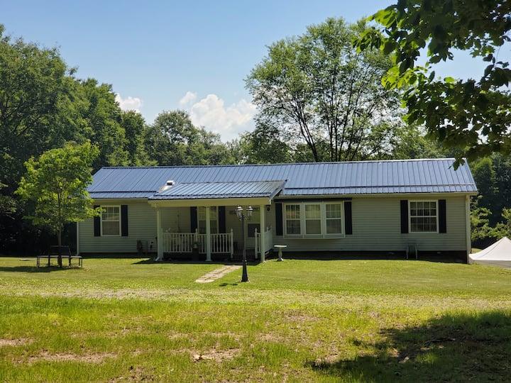 Falcon Crest- 5 Acre Homestead