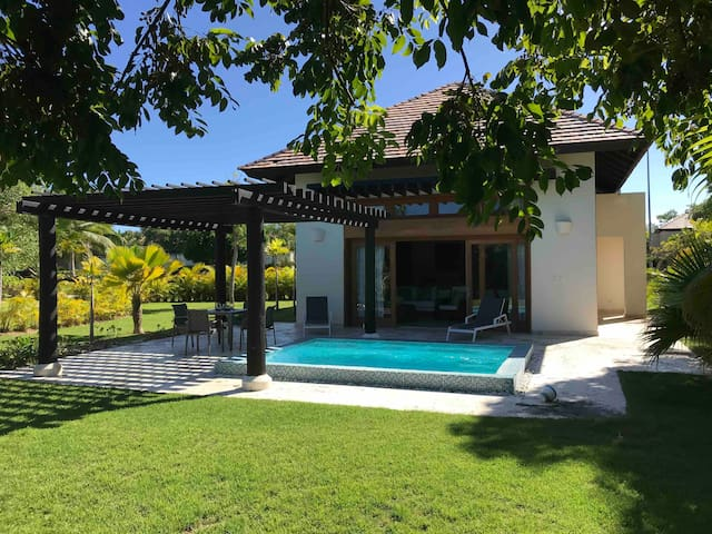 LUXURY BUNGALOW WITH PRIVATE  POOL AND YARD