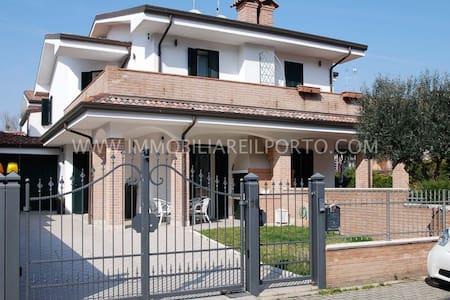 """VILLA """"FARFALLA"""" CON CONFORT A PORTO GARIBALDI - Porto Garibaldi - Rumah"""
