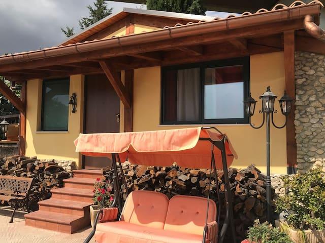 ***** La casa di Gio'- Appartamento Rustico Legno
