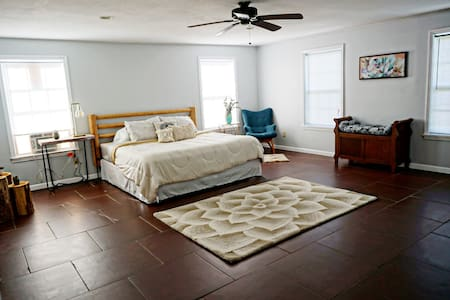 Cozy Studio 10min from Murray, 20min from Ky Lake!