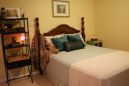 Private Master Bedroom and Bath - Gulfport - Huis