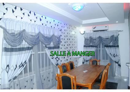 Belle villa à Agoè Demakpè Lomé. 3 grandes chambre