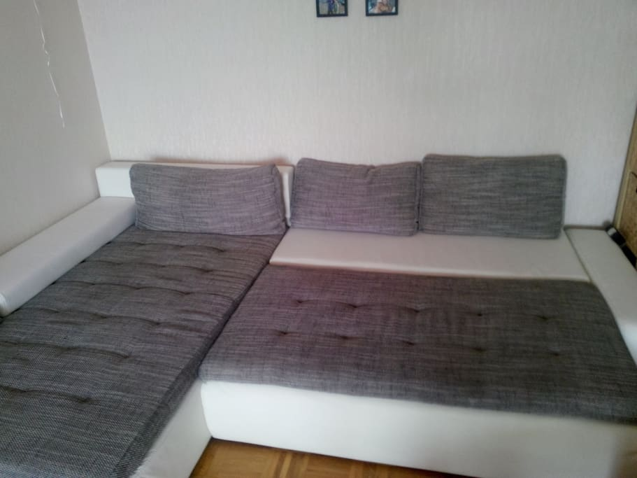 3*2m extendable sofa.