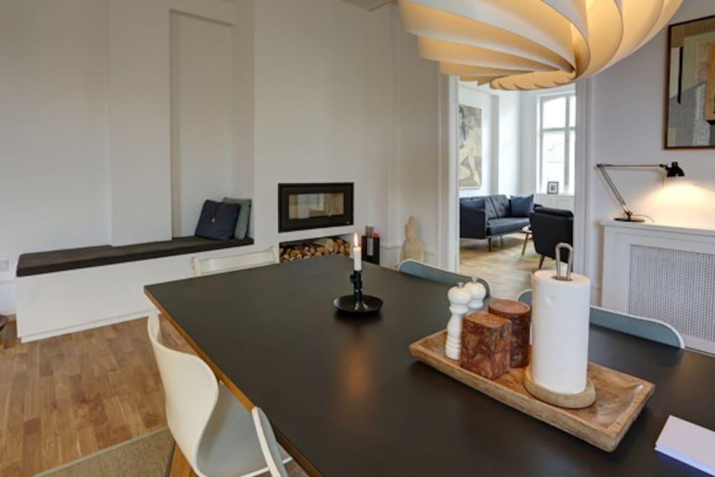 Dining area, fireplace