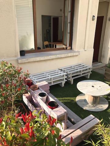 Appartement calme Annecy, avec terrasse et parking