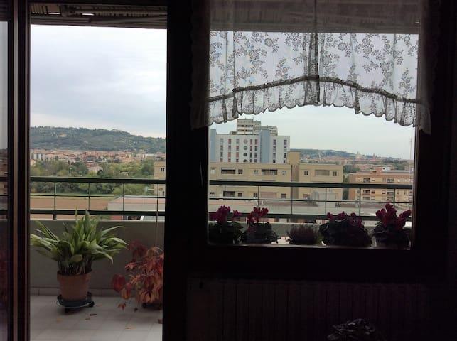 """Stanza """"Desiderata"""" in appartamento panoramico - Verona"""