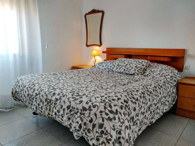 Large private room - València - Appartement