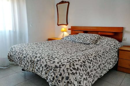 Large private room - València - Wohnung