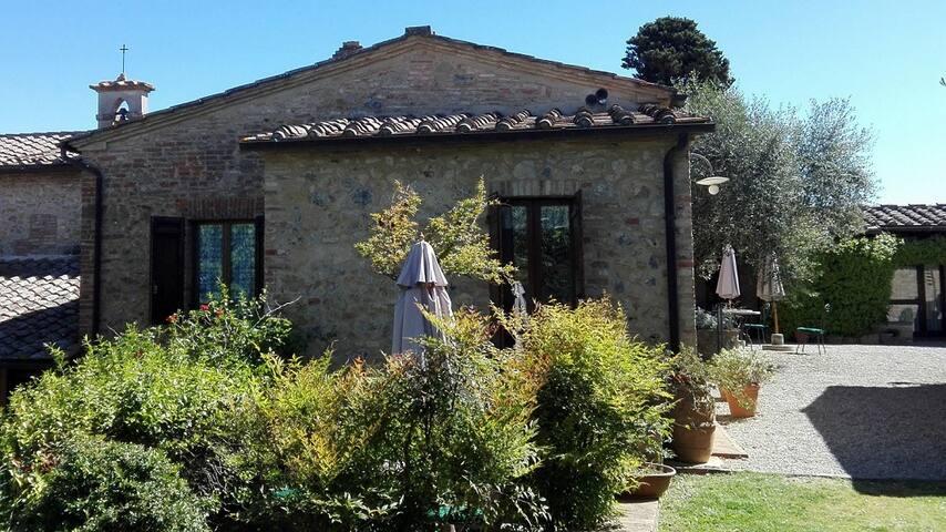 Nelle Colline Toscane a 1km da Siena - 3pax