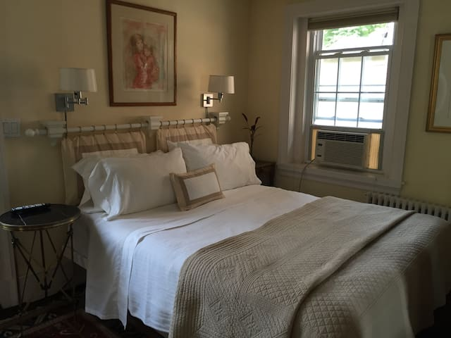 Bianca's Room at the Firehouse in Piermont NY - Piermont - Bed & Breakfast