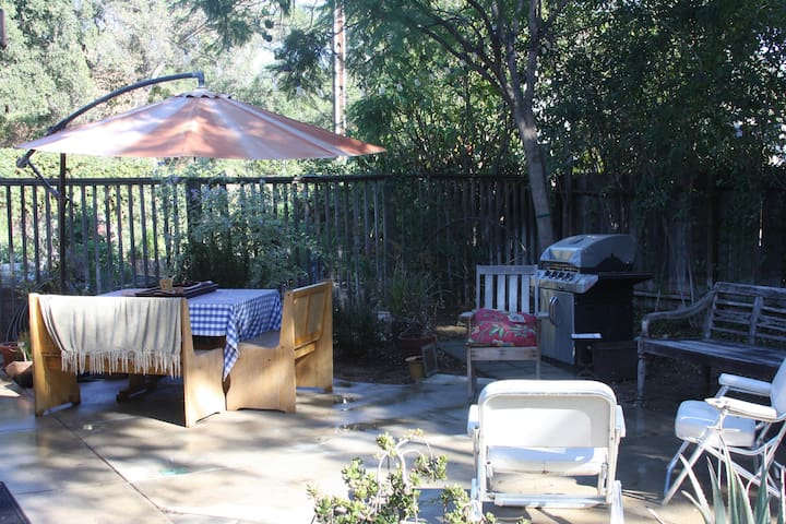 Private Room with outdoor patio and garden. - Ojai - House
