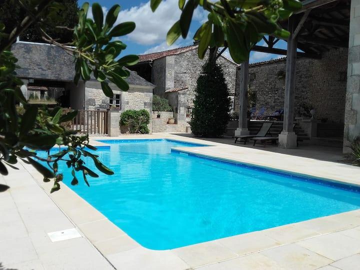 Gîte SPA piscine ♥ paradis des fleurs et du verger