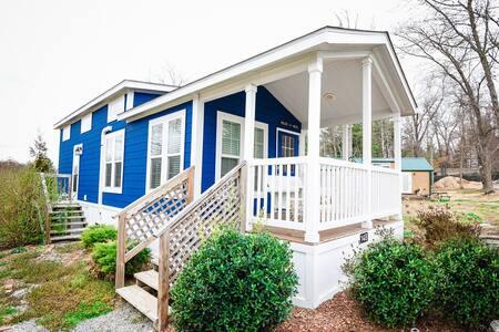 Tardis Tiny House,Community - Flat Rock - Blockhütte