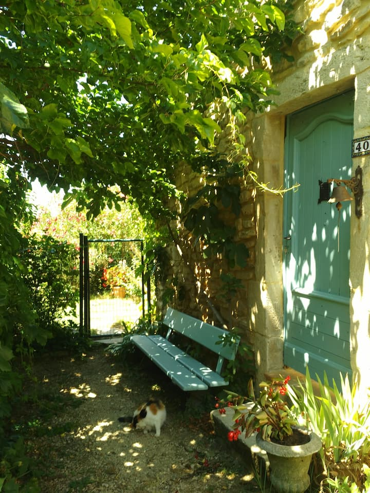 Maison de charme avec vue sur la vallee de la Ceze