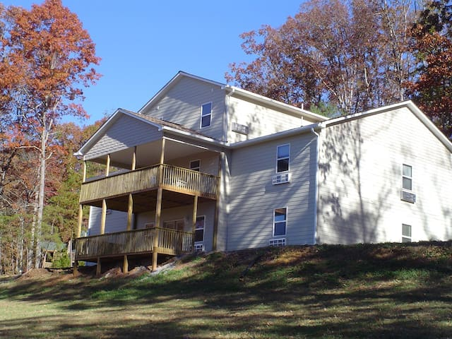 15-Bedroom Johnson Retreat House in Hayesville, NC