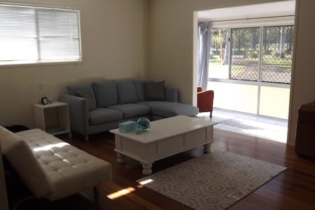 Rural lifestyle with easy city access to Brisbane - North MacLean