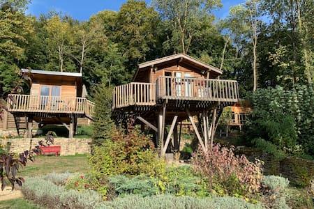 Deux cabanes sur pilotis idéales pour 5 personnes