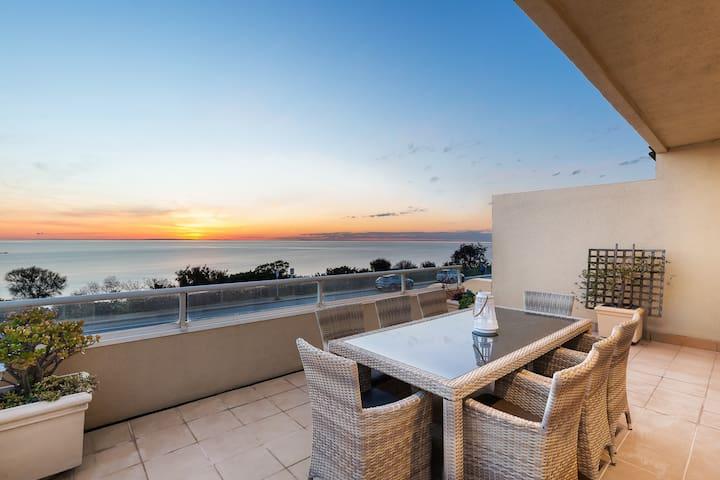 Esplanade Escape, luxury on the water, pool & spa