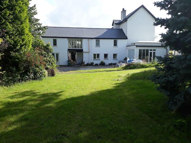 Rural Retreat - Delightful Dinky Double